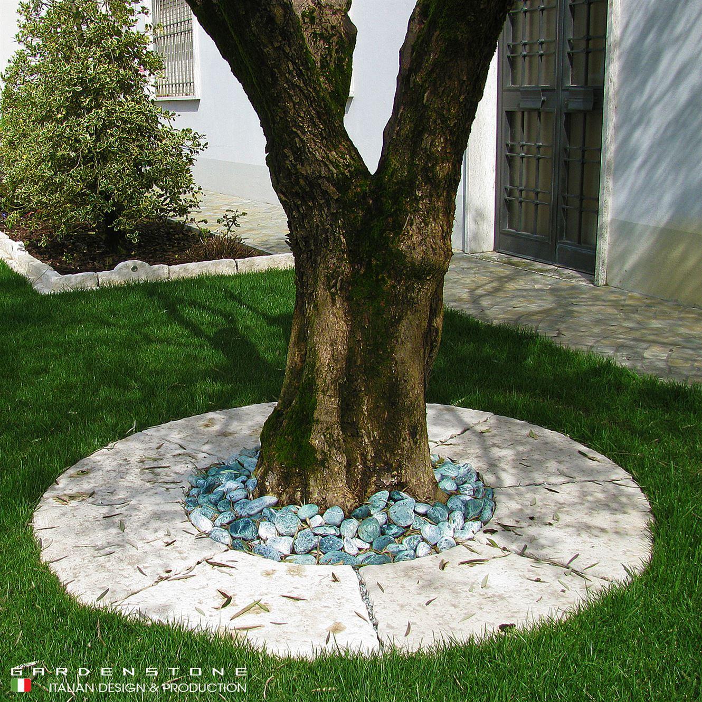 Bordure per aiuole con lastre in fintra pietra per contenere ulivo