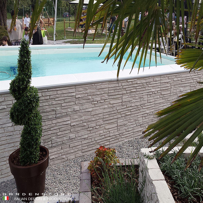 Piscina da giardino con pareti in finta pietra