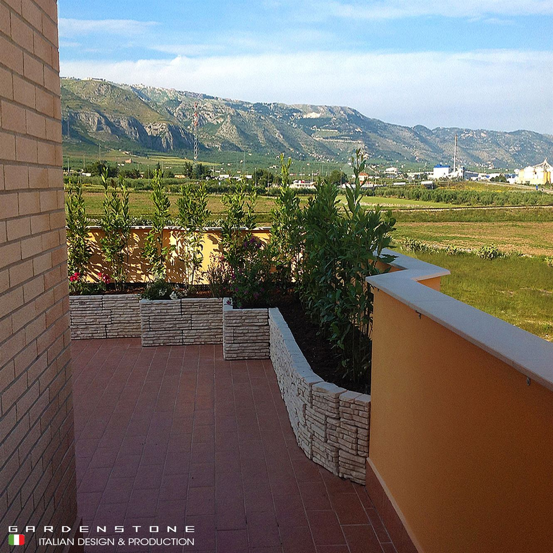 Muretto da balcone in finta pietra per contenere piante
