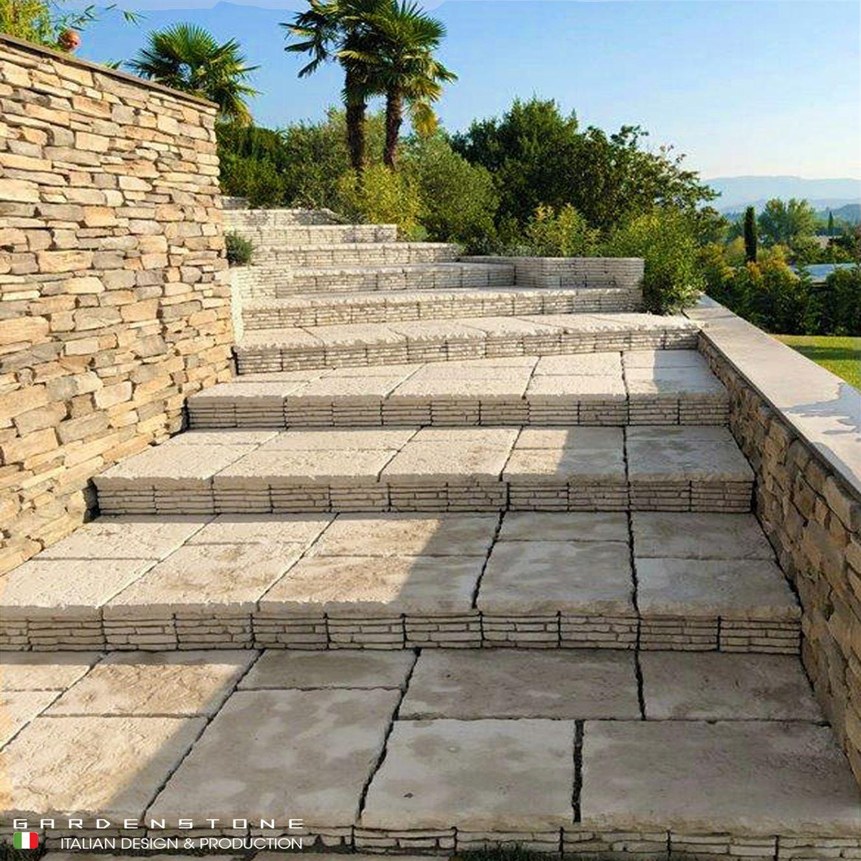 Pavimento con scalini e muretto in finta pietra