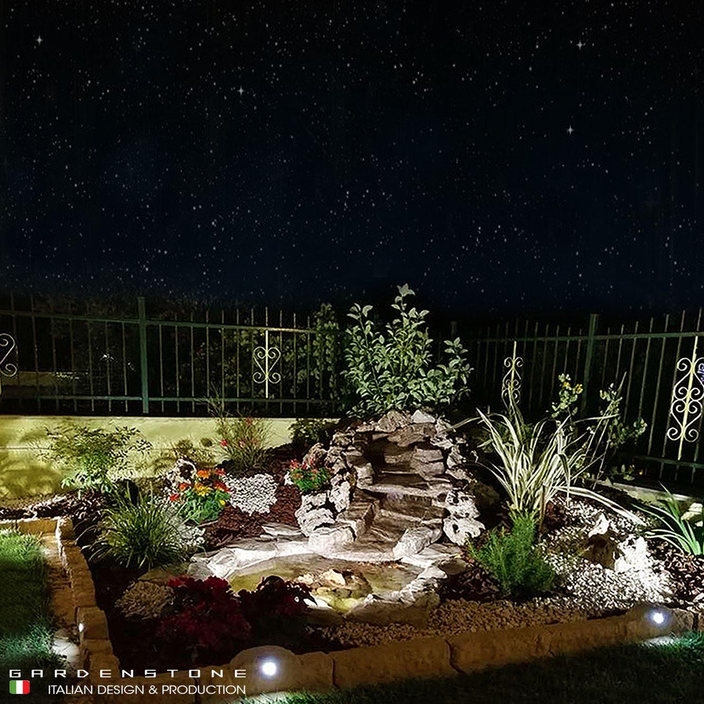 Cascata da giardino ariticiale in finta pietra dal design tradizionale con faretti
