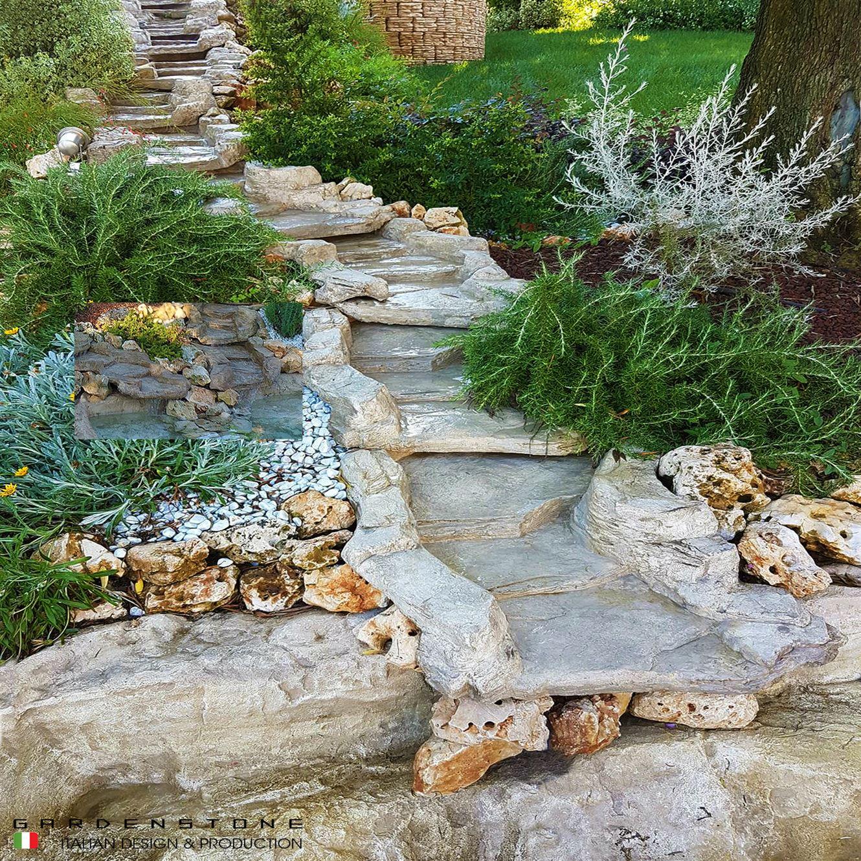 Cascata in finta pietra in giardino in stile tradizionale
