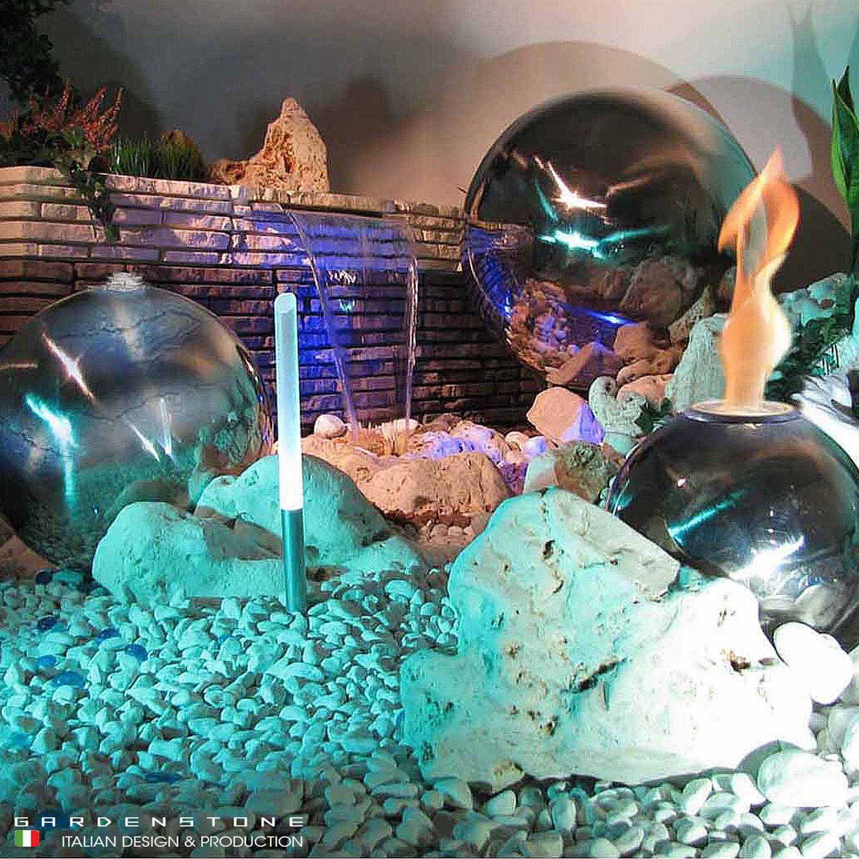 Muretto in finta pietra con lame d'acqua, fire ball e sfere decorative