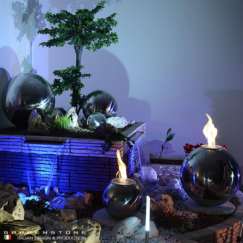Fire ball su piastre in finta pietra vicino a Lame d'acqua
