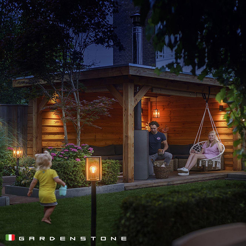 Lampioncini da giardino, famiglia che si diverte durante le serate all'esterno