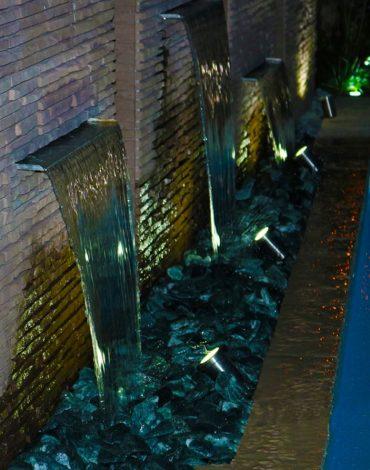 Sorgente: pezzo speciale realizzare una lama d'acqua in giardino
